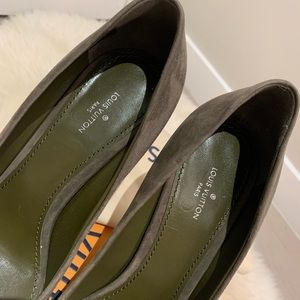 Louis Vuitton Shoes - Louis Vuitton Suede Pin Khaki Green Pumps EU38